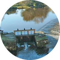 Vanne au barrage de Saint-Pierre-de-Maillé